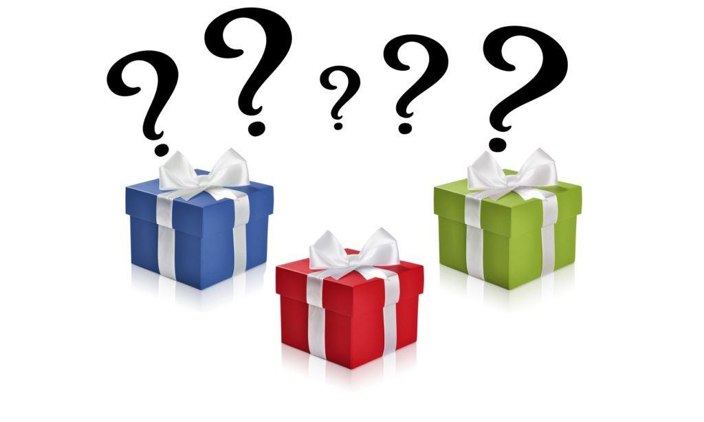 3 Geschenke mit Fragezeichen darüber